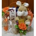 Cesta Mimos de Chocolate com Coelho de Pelúcia. Consultar cores dos coelhos zap 24-988122608